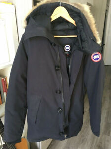 Canada    Goose   Navy Chateau Parka • ( Mens XS )
