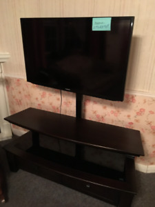 Samsung Series 3  40 Inch Flat Screen TV with Stand