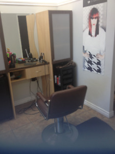 A loue chaise de coiffure/ Chair for rent