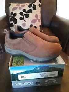BRAND NEW IN BOX, Windriver shoes, size 10, rugged soles