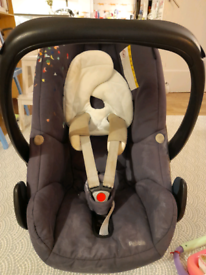 Maxi cosy pebble car seat and isofix easy base 2