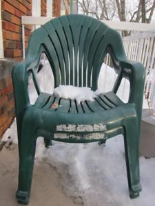 2 chaises de jardin / 2 outdoor chairs