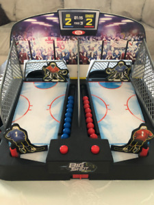 Ice hockey shootout (2 player game) - great condition