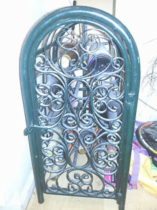 BEAUTIFUL METAL RUSTIC LOOKING GREEN WINE RACK