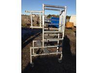 2 Aluminium work platforms