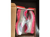 Women's size 6 Nike air max thea print trainers