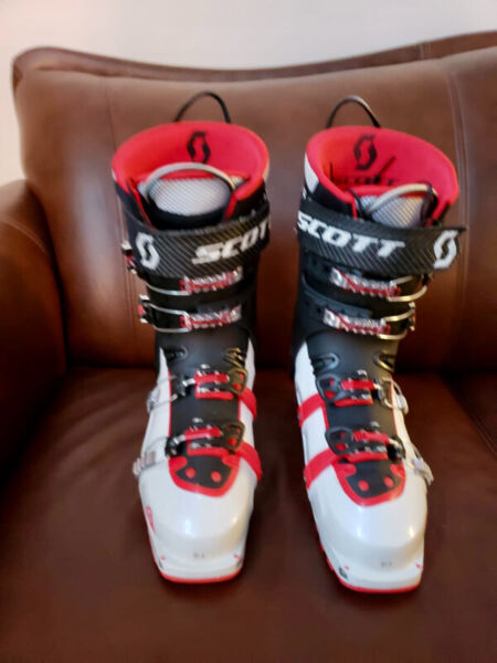Reduced! scott cosmo iii boots, 27.5, for backcountry fun!