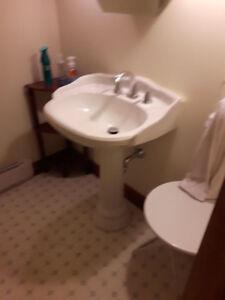 Pedestal Sink, great condition