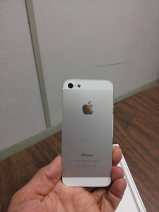 Gold iPhone5s in Brand New Condition
