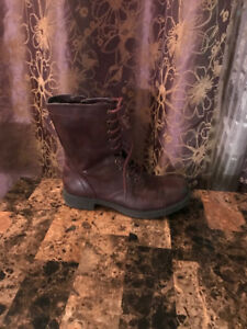 COMBAT BOOTS SIZE NINE NEW