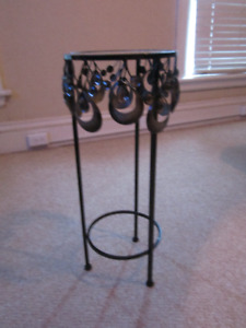 SMALL WROUGHT IRON/METAL AND GLASS TOP PLANT STAND