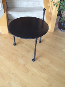 Rolling metal table with handle