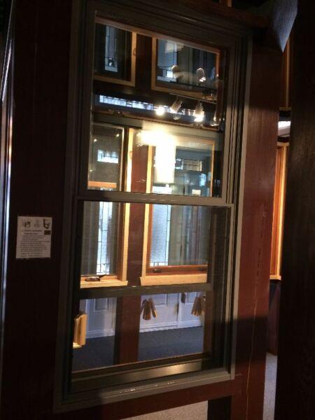 Fen tre guillotine double en pin douglas recouvert d for Porte fenetre laval