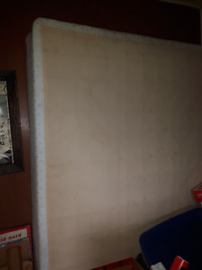 FREE QUEEN SIZE BOX SPRING-PICK UP NEAR CAMPBELL'S BAY QC