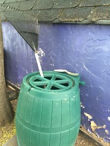 Heavy duty rain barrel (cracked)