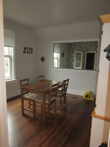 OLD EAST CENTURY HOME - 2 BEDROOM