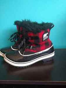 Size 7 Women's Red Plaid Sorel Winter Boots