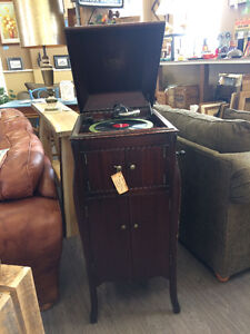 VICTROLA RECORD MACHINE - 1918 Working Condition!!!