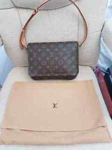 Louis Vuitton authentic musette tango bag