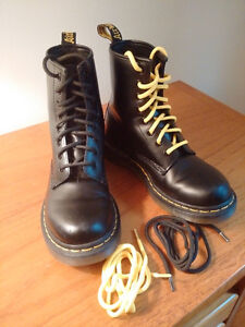 Doc Martens noirs taille 3UK 5.5US