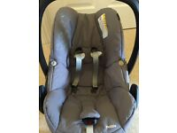 Used Maxi cosy pebble car seat (NEW & unused covers)