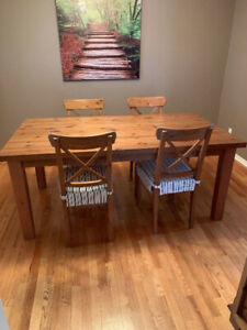Solid Pine Dining Room Table with 6 Matching Chairs