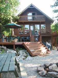 Lakefront Cottage on Roddick Lake, Beautiful Sunsets, Private