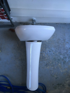 SOLD!!!  Pedestal sink