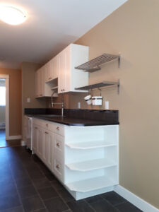 """▐▐Bright 2 Bedroom """"All New"""" NS Working Persons Penticton▐▐"""