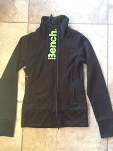 NWOT bench zip up size small