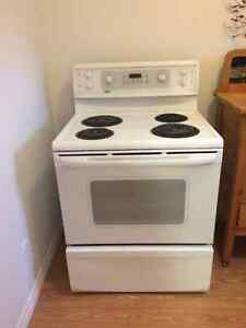 Stove - Excellent condition- Kenmore brand