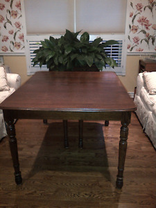 Antique Solid Oak Dining Table & 5 chairs