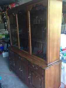 Gorgeous Solid Wood Hutch and Buffet Kitchener / Waterloo Kitchener Area image 3