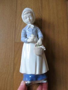 Figurine / statue en porcelaine d'Allemagne, en parfait état
