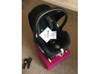 Maxi-Cosi car seat and easy fix base