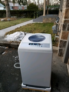 Appartment size washing machine Midea 5kg.