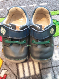 Almost brand new clarks 4f baby shoes