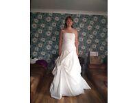 Beautiful Strapless A-line/Ballgown Wedding Dress, Brand New Size 10-12