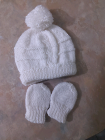 New, hand knitted baby hat and gloves set