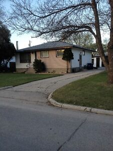 Transcona West - Great Location !!!