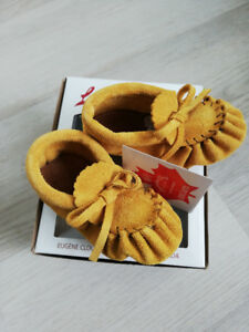 Laurentian Chief baby moccasins