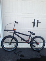 WeThePeople TRUST BMX BIKE - like new!