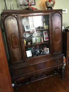 Antique Cabinet with glass door and lock key.