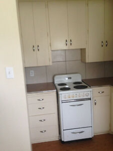 1 bdrm, 2 blks from 82 Ave, Univ area,1/2 off first months rent