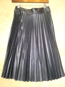 Ladies size 2 pleated leather look 3/4 length skirt