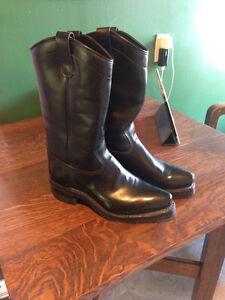 """Dayton """"Beauty"""" boots size 8.5"""