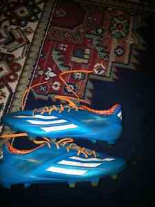 GENTILY USED ADIDAS SOCCER CLEATS