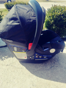Britax Infant Carseat and Base