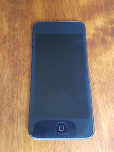 iPod Touch 5 32 GB and 1 Case