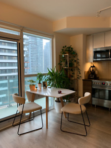 Enjoy beautiful sunsets from this 1 +1 Bed apartment